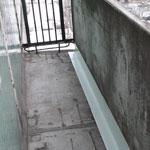 Как заделать щель на балконе между полом и парапетом