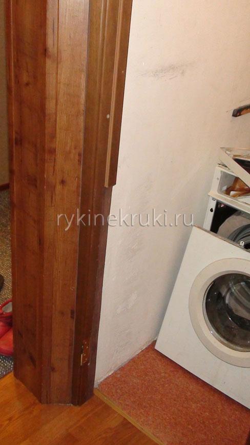 стиральная машина замурована в кладовке