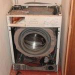 как вынуть стиральную машину из кладовки